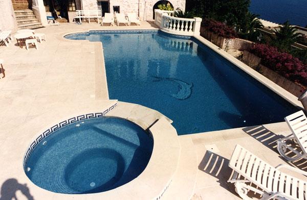 Nos realisations piscines en afrique construction de for Construction piscine 18